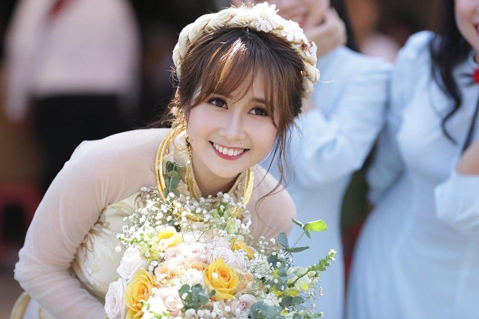 Chả ai quá đáng như BB Trần, đám cưới Youtuber đình đám Cris Phan đã không chúc mừng còn vào bình luận như muốn đốt nhà-3