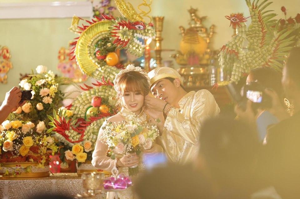 Chả ai quá đáng như BB Trần, đám cưới Youtuber đình đám Cris Phan đã không chúc mừng còn vào bình luận như muốn đốt nhà-4