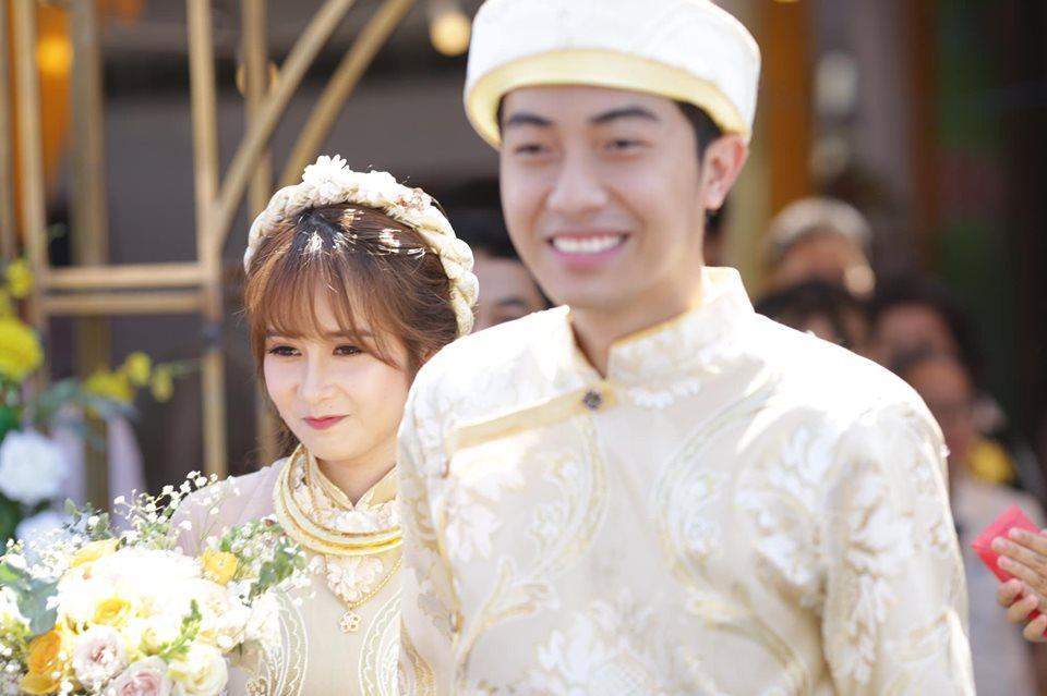 Chả ai quá đáng như BB Trần, đám cưới Youtuber đình đám Cris Phan đã không chúc mừng còn vào bình luận như muốn đốt nhà-5