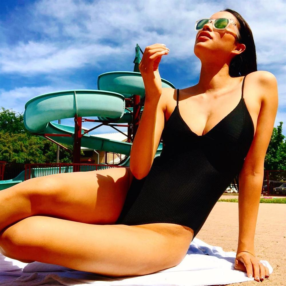 Phạm Hương phô diễn vòng 1 sexy nghẹt thở hot ngang ngửa cái nắng mùa hè-1