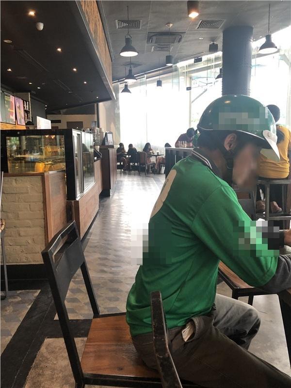 Đi mua nước cho khách, shipper Việt bị CEO Nhật khinh thường chỉ vì trông bẩn bẩn, làm mất không khí sang trọng ở Starbucks-3