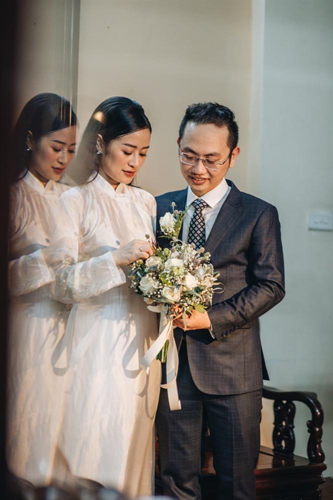 MC Phí Linh mặc áo dài thập niên cũ, e ấp bên ông xã Phó trưởng phòng VTV4 trong lễ ăn hỏi-6