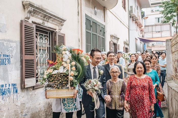 MC Phí Linh mặc áo dài thập niên cũ, e ấp bên ông xã Phó trưởng phòng VTV4 trong lễ ăn hỏi-3