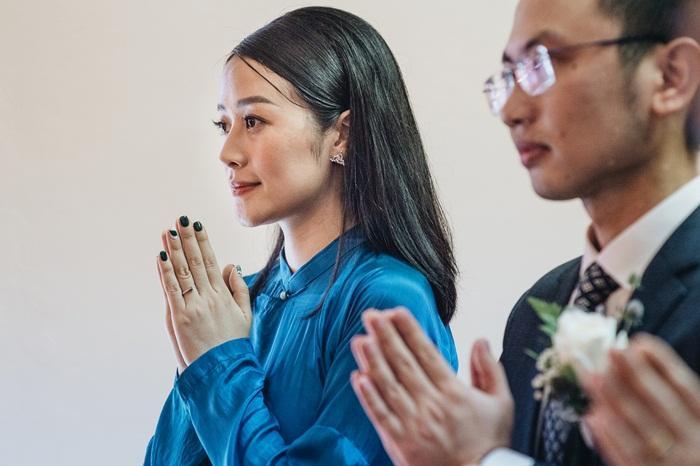 MC Phí Linh mặc áo dài thập niên cũ, e ấp bên ông xã Phó trưởng phòng VTV4 trong lễ ăn hỏi-7