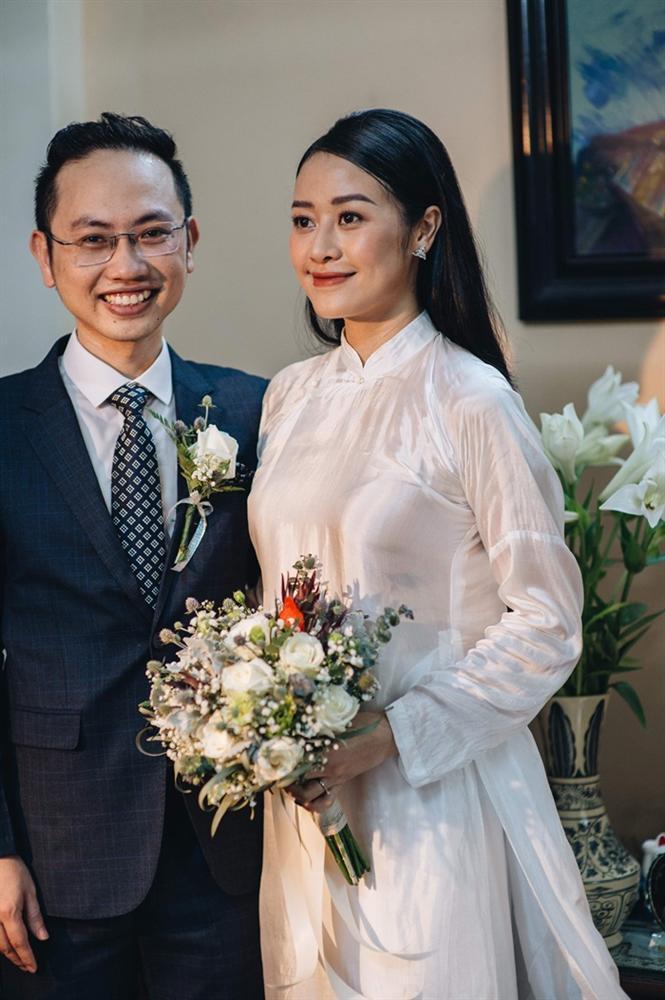 MC Phí Linh mặc áo dài thập niên cũ, e ấp bên ông xã Phó trưởng phòng VTV4 trong lễ ăn hỏi-5