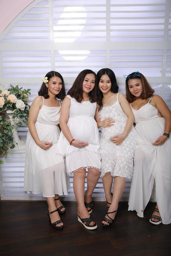 HOT nhất MXH chiều nay: 4 chị em ruột ở Nghệ An khiến người xem kinh ngạc khi khoe ảnh cùng nhau mang bầu-3