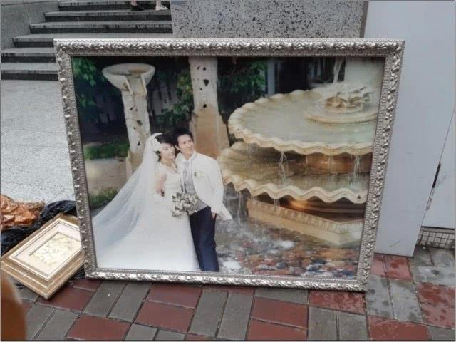 Ảnh cưới của Quan Vịnh Hà và Trương Gia Huy bị vứt bên đường-1