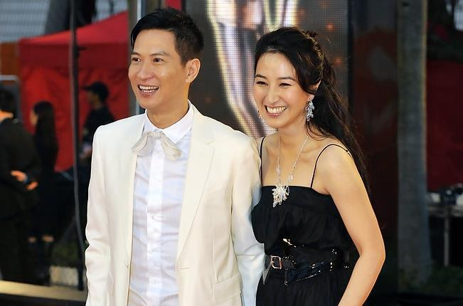 Ảnh cưới của Quan Vịnh Hà và Trương Gia Huy bị vứt bên đường-2