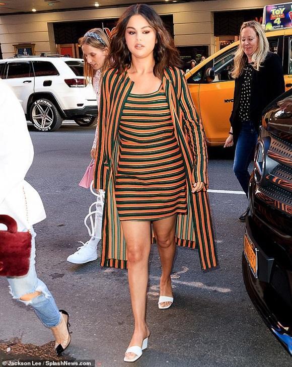 Selena Gomez lộ cằm xệ, bụng to bất thường nhưng nguyên nhân thật sự đằng sau khiến ai cũng đều phải lặng người-3