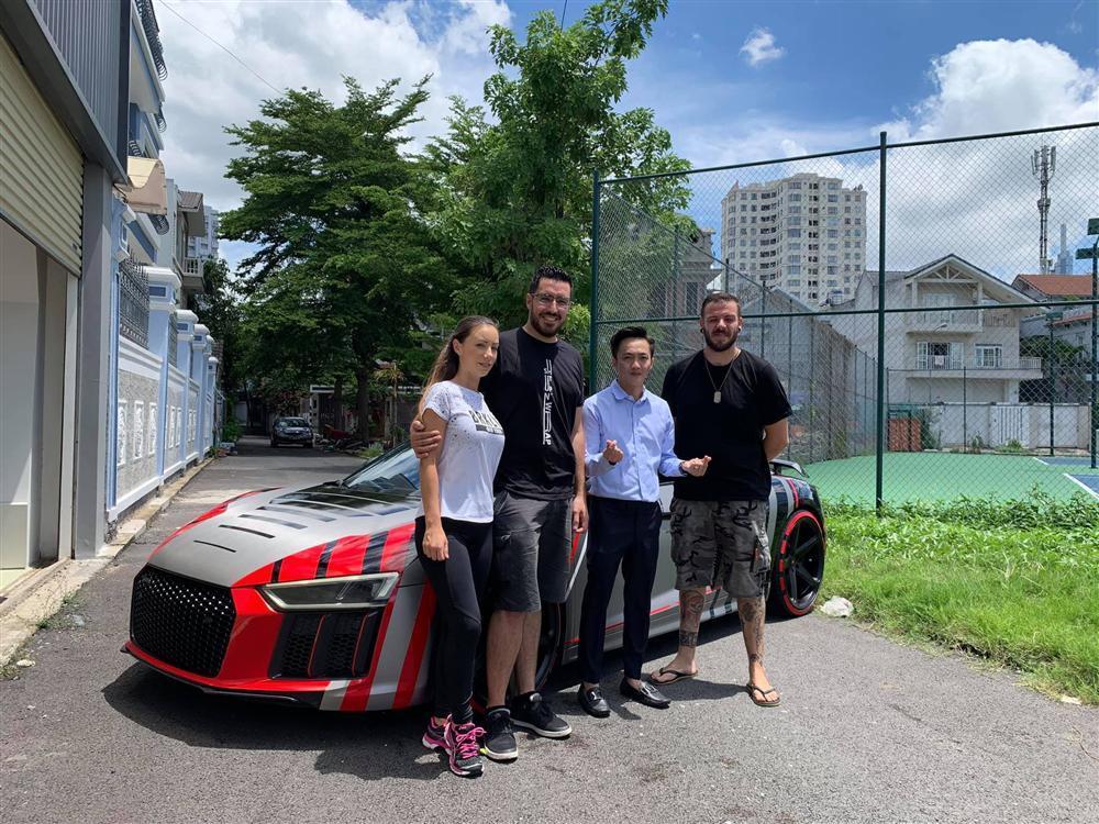 Choáng ngợp trước độ 'cực ngầu' và bóng loáng của chiếc xe 14 tỷ mà Cường Đô La chở Đàm Thu Trang đi dự CarPassion 2019-2