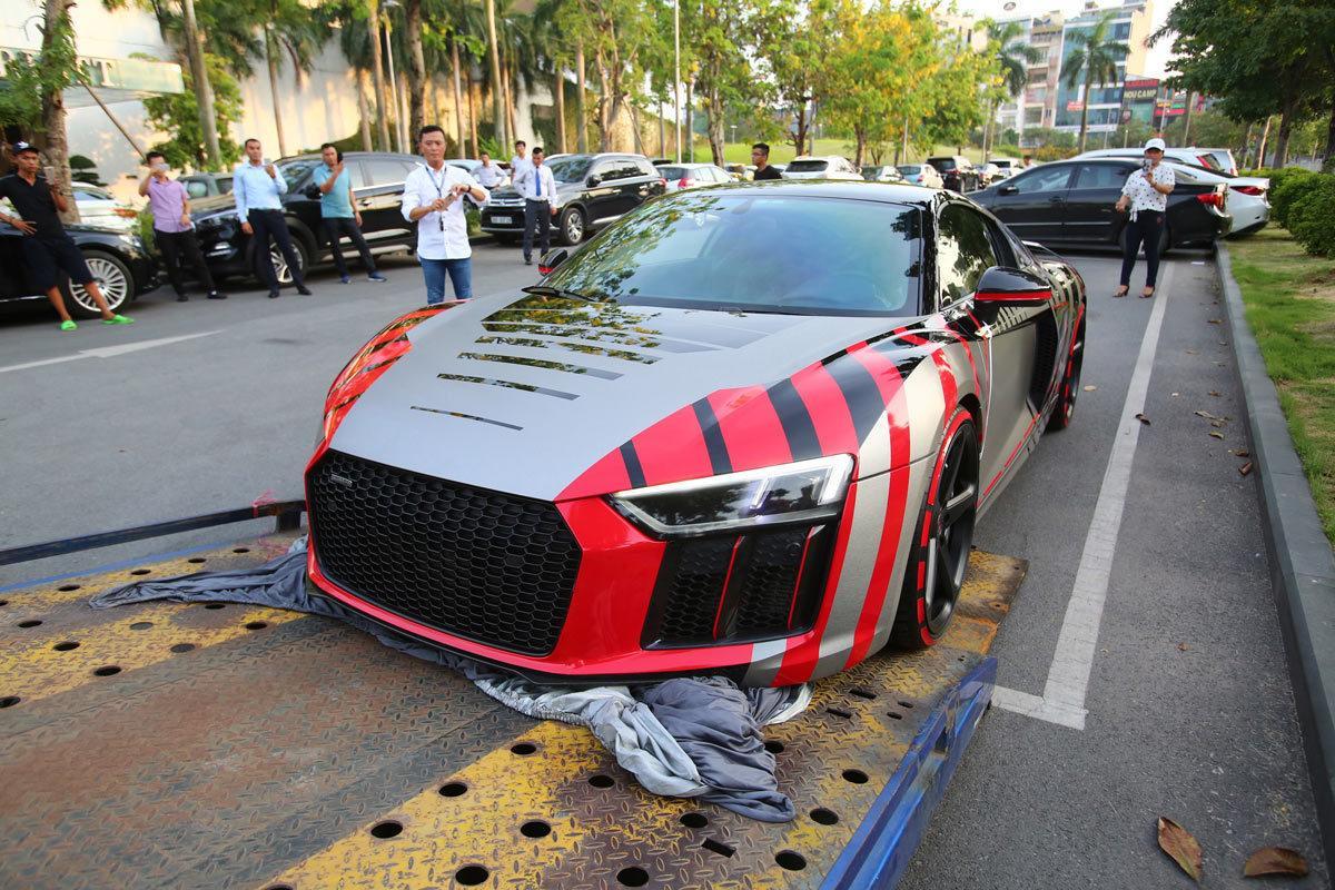 Choáng ngợp trước độ 'cực ngầu' và bóng loáng của chiếc xe 14 tỷ mà Cường Đô La chở Đàm Thu Trang đi dự CarPassion 2019-6