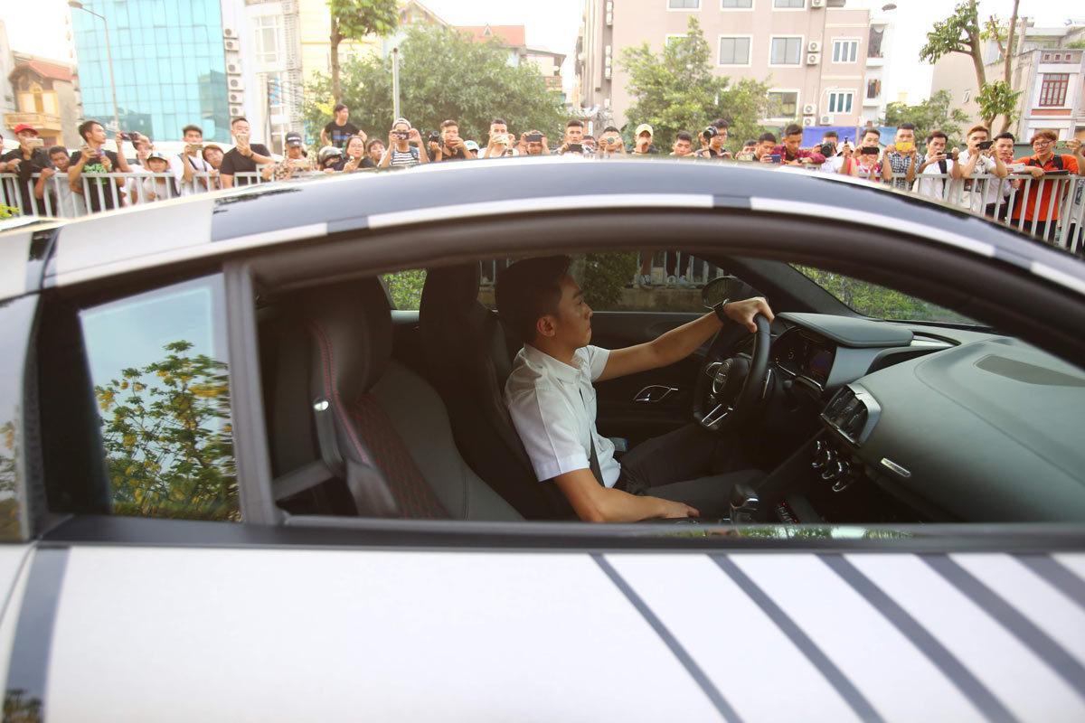 Choáng ngợp trước độ 'cực ngầu' và bóng loáng của chiếc xe 14 tỷ mà Cường Đô La chở Đàm Thu Trang đi dự CarPassion 2019-7
