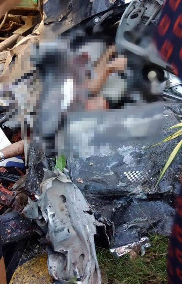 Tai nạn kinh hoàng: Xe container tông bẹp dúm ô tô 4 chỗ, nhìn hiện trường mà rùng mình sợ hãi-4