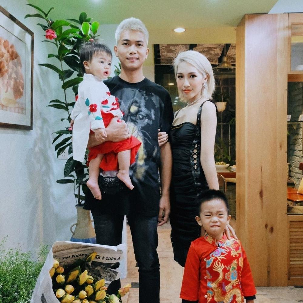 Câu lạc bộ MV Vpop trăm triệu view kết nạp thêm thành viên mới: cặp vợ chồng trẻ công khai tình cảm khi đã có con-4
