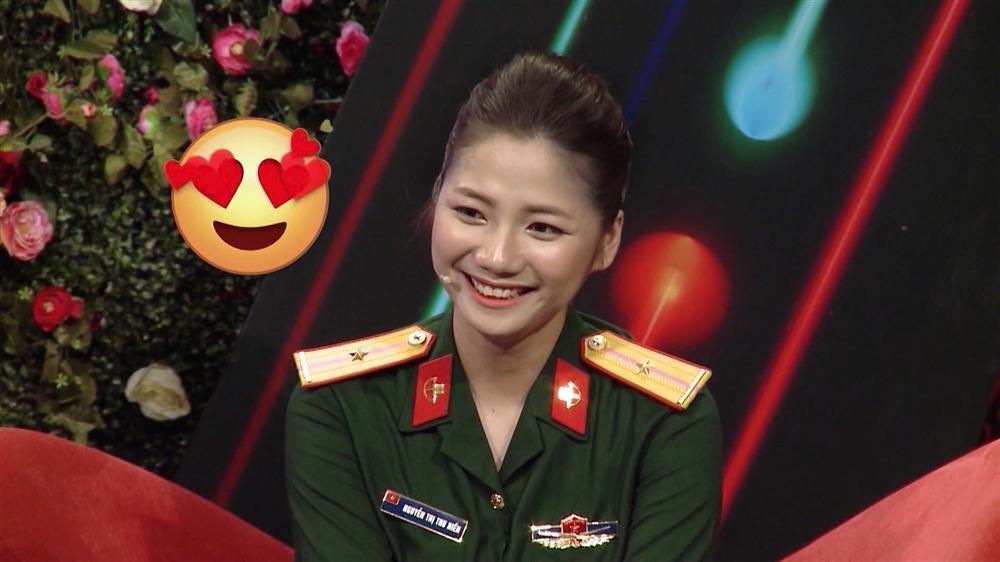 Nữ quân nhân xinh như mộng của Bạn muốn hẹn hò: Ảnh ngoài đời còn xinh gấp 10 lần trên trường quay-2