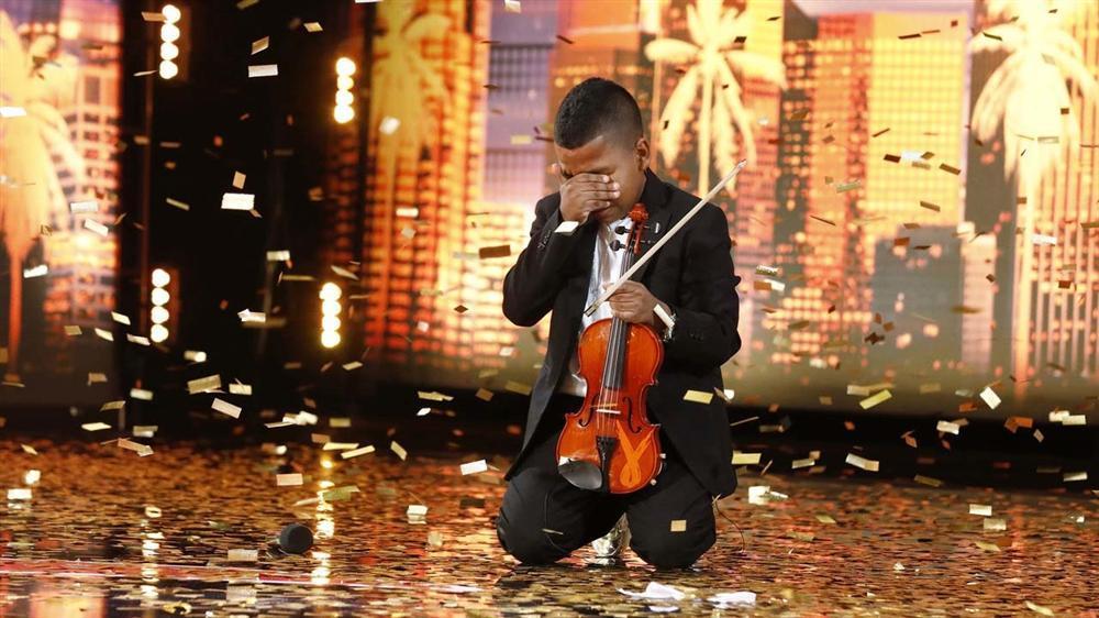 Cậu bé ung thư chơi violin làm lay động hàng triệu khán giả-3