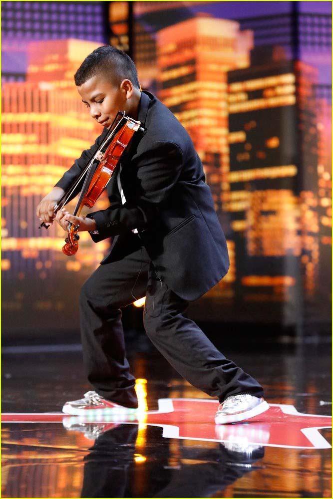 Cậu bé ung thư chơi violin làm lay động hàng triệu khán giả-2