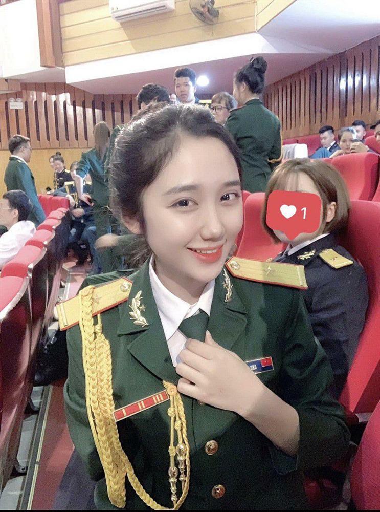 Nữ quân nhân xinh như mộng của Bạn muốn hẹn hò: Ảnh ngoài đời còn xinh gấp 10 lần trên trường quay-10