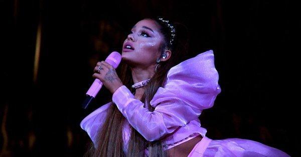 Concert bị gián đoạn giữa chừng vì Ariana Grande khóc hết nước mắt và đây là lý do-1