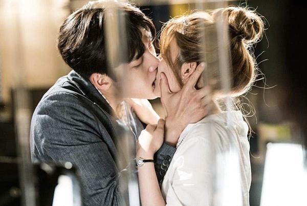 Những sao nam Hàn có cảnh hôn như muốn nuốt bạn diễn-2