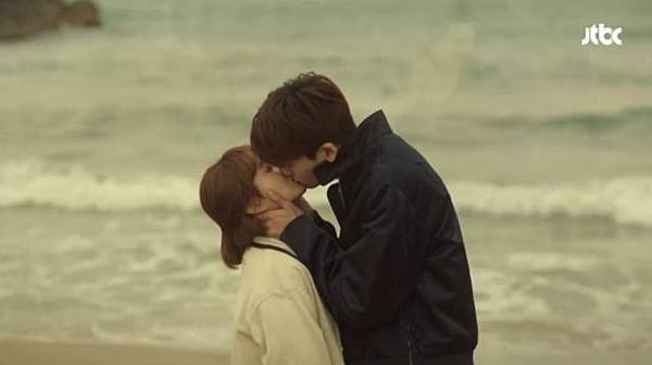 Những sao nam Hàn có cảnh hôn như muốn nuốt bạn diễn-5
