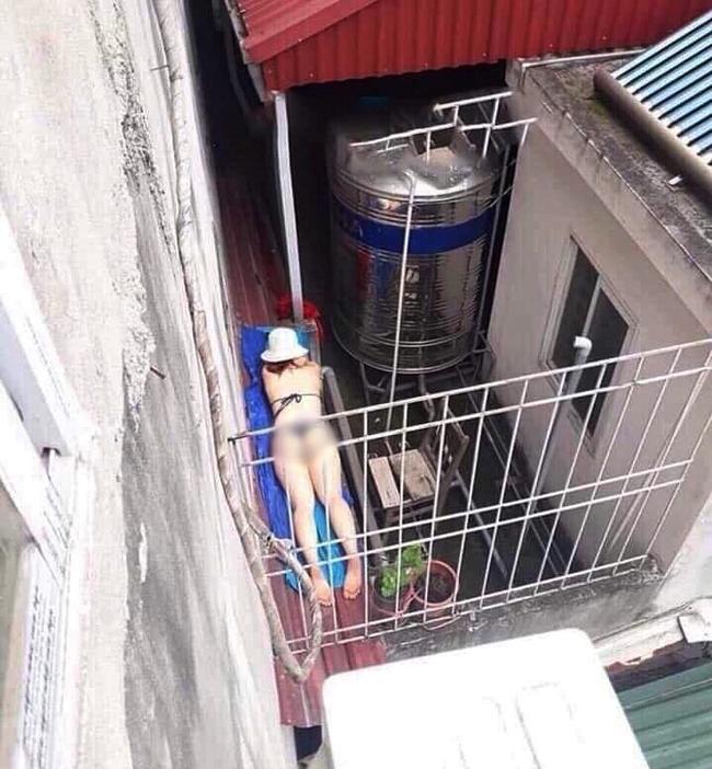 Chỉ trong một tuần, giới trẻ Việt sốc tận óc trước 4 vụ gái xinh hết cởi sạch khoe thân đến ăn mặc hở hang ra phố-9