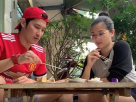 Vợ chồng Huy Khánh thách nhau đi ăn đậu phụ thối nhưng tội nghiệp nhất là... anh quay phim