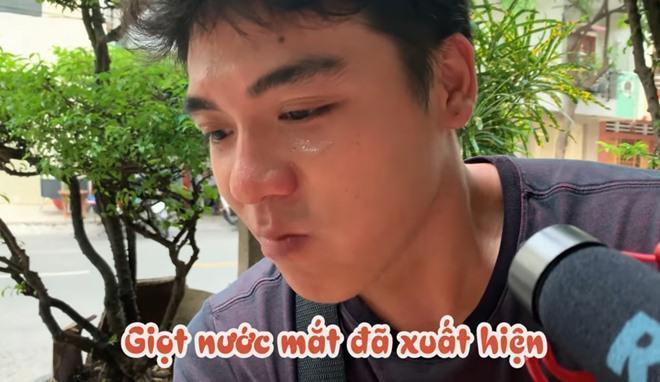 Vợ chồng Huy Khánh thách nhau đi ăn đậu phụ thối nhưng tội nghiệp nhất là... anh quay phim-13