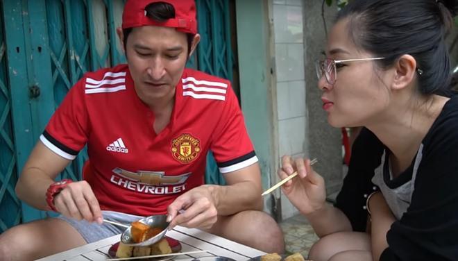 Vợ chồng Huy Khánh thách nhau đi ăn đậu phụ thối nhưng tội nghiệp nhất là... anh quay phim-9