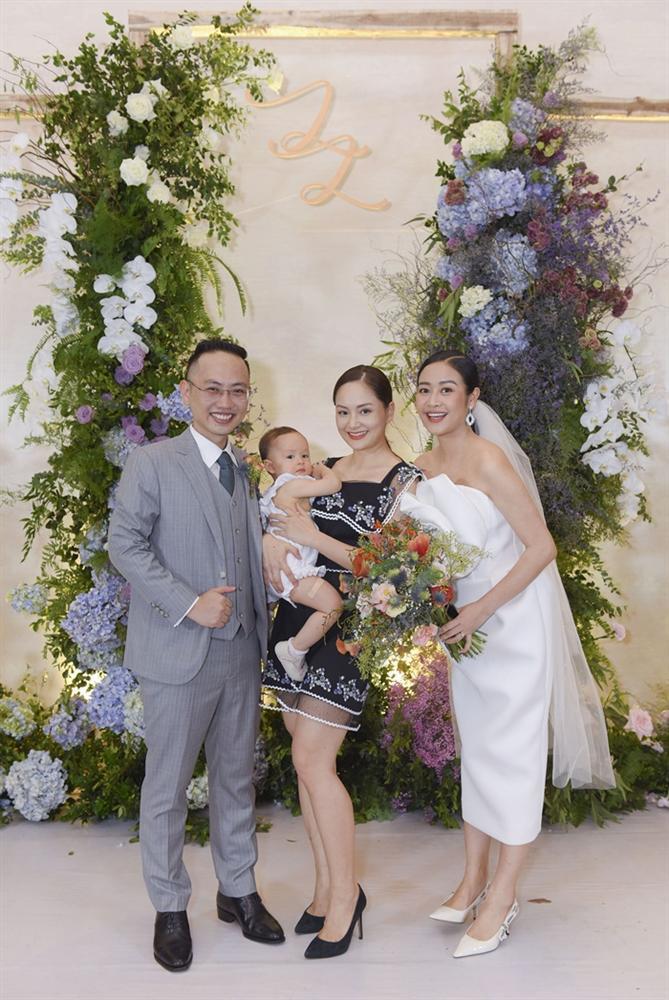 Chú rể quyền lực ở VTV tình tứ trao nhẫn, tiết lộ giấc mơ đặc biệt khiến anh phải cưới Phí Linh làm bạn đời-4