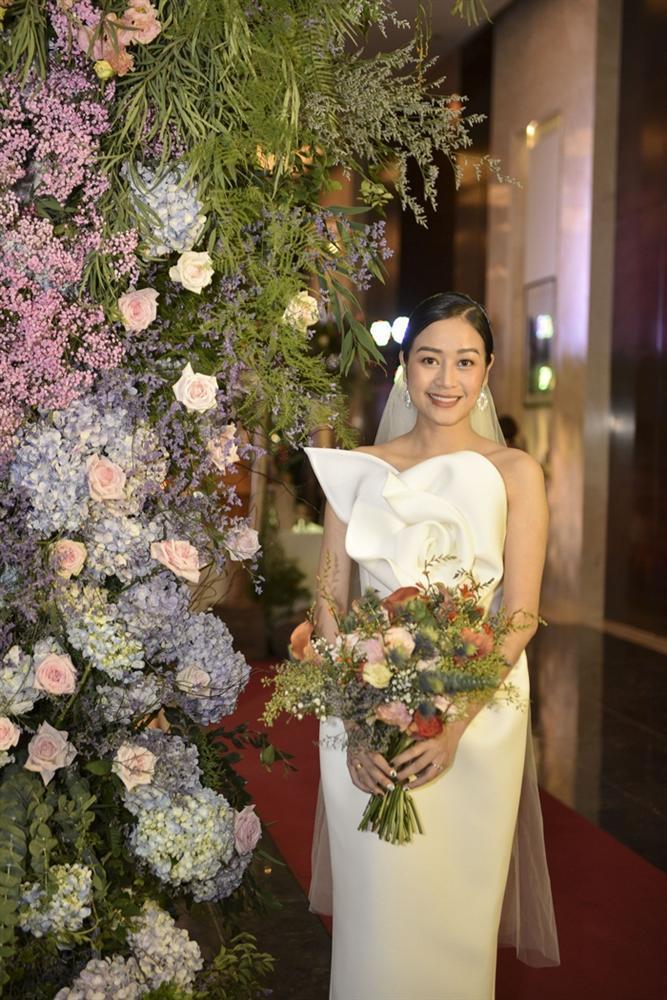 Chú rể quyền lực ở VTV tình tứ trao nhẫn, tiết lộ giấc mơ đặc biệt khiến anh phải cưới Phí Linh làm bạn đời-2