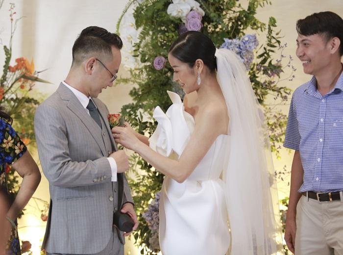 Chú rể quyền lực ở VTV tình tứ trao nhẫn, tiết lộ giấc mơ đặc biệt khiến anh phải cưới Phí Linh làm bạn đời-1