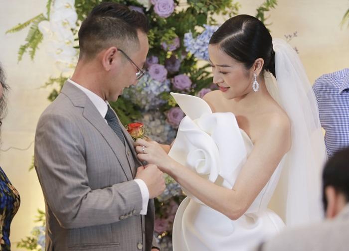 Chú rể quyền lực ở VTV tình tứ trao nhẫn, tiết lộ giấc mơ đặc biệt khiến anh phải cưới Phí Linh làm bạn đời-3