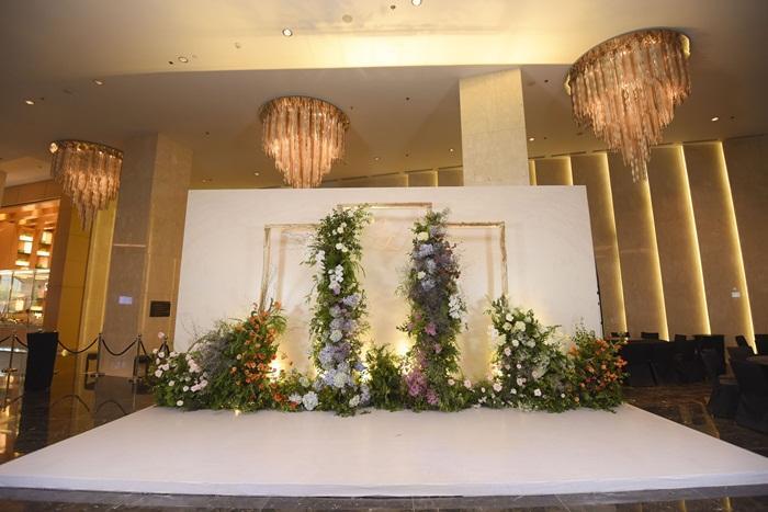 Chú rể quyền lực ở VTV tình tứ trao nhẫn, tiết lộ giấc mơ đặc biệt khiến anh phải cưới Phí Linh làm bạn đời-26