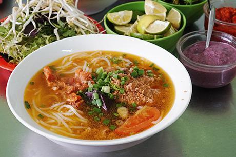 Những quán ăn đông nghịt khách ở phố núi Đà Lạt-1