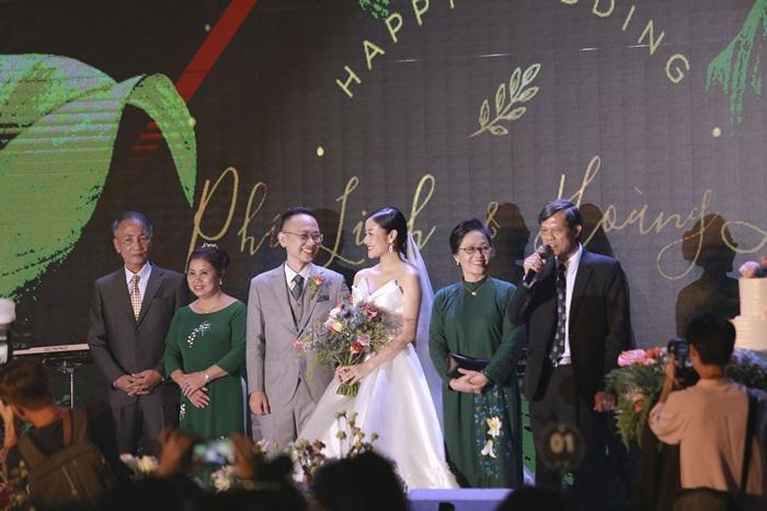 Chú rể quyền lực ở VTV tình tứ trao nhẫn, tiết lộ giấc mơ đặc biệt khiến anh phải cưới Phí Linh làm bạn đời-17