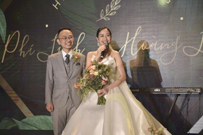 Chú rể quyền lực ở VTV tình tứ trao nhẫn, tiết lộ giấc mơ đặc biệt khiến anh phải cưới Phí Linh làm bạn đời-14