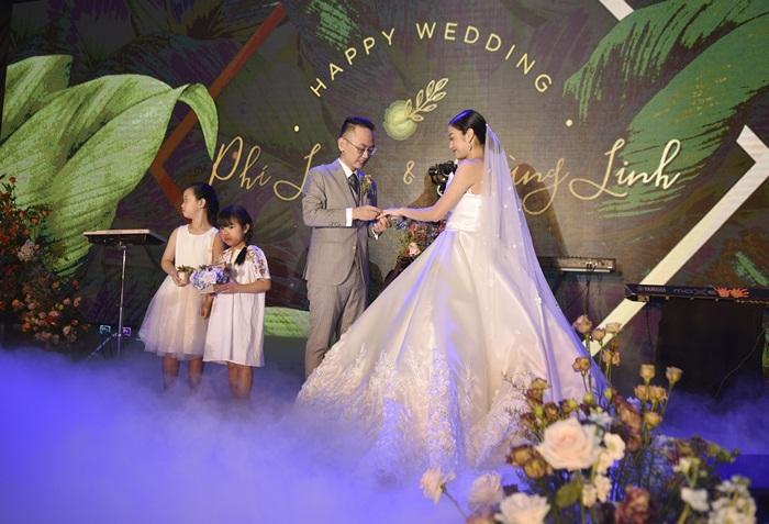 Chú rể quyền lực ở VTV tình tứ trao nhẫn, tiết lộ giấc mơ đặc biệt khiến anh phải cưới Phí Linh làm bạn đời-12