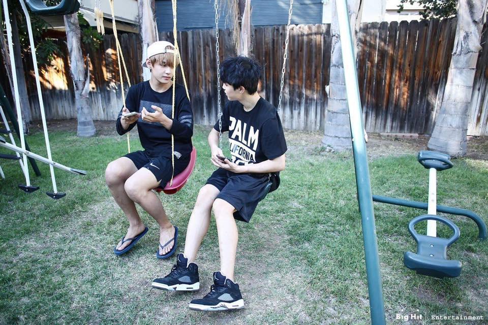 Tính cách thật thời học sinh của V và Jimin (BTS) qua lời kể của một nữ idol đang là chủ đề gây sốt mạng xã hội Hàn Quốc-2