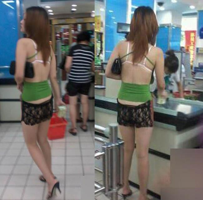 Lại thêm một gái xinh gây sốc khi trên diện áo 2 dây hở cả nội y, dưới quần đùi ren ngắn cũn cỡn rồi vô tư đi lại ở siêu thị-1