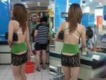 Lại thêm một gái xinh gây sốc khi trên diện áo 2 dây hở cả nội y, dưới quần đùi ren ngắn cũn cỡn rồi vô tư đi lại ở siêu thị