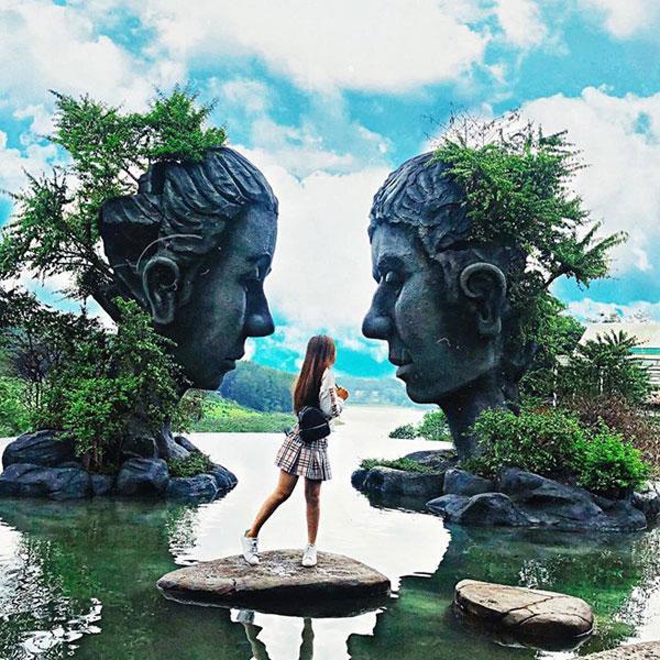 Clip: Chỉ vì tranh chỗ chụp ảnh 'sống ảo' ở Đà Lạt, 2 người phụ nữ trung niên 'choảng' nhau bôm bốp, rớt cả xuống hồ-2