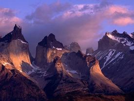 Choáng ngợp trước vẻ đẹp của dãy núi dài nhất thế giới