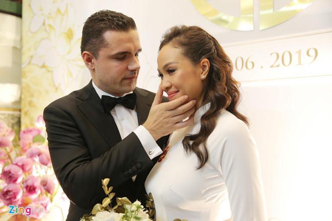 Người mẫu Phương Mai bật khóc trong lễ rước dâu-6