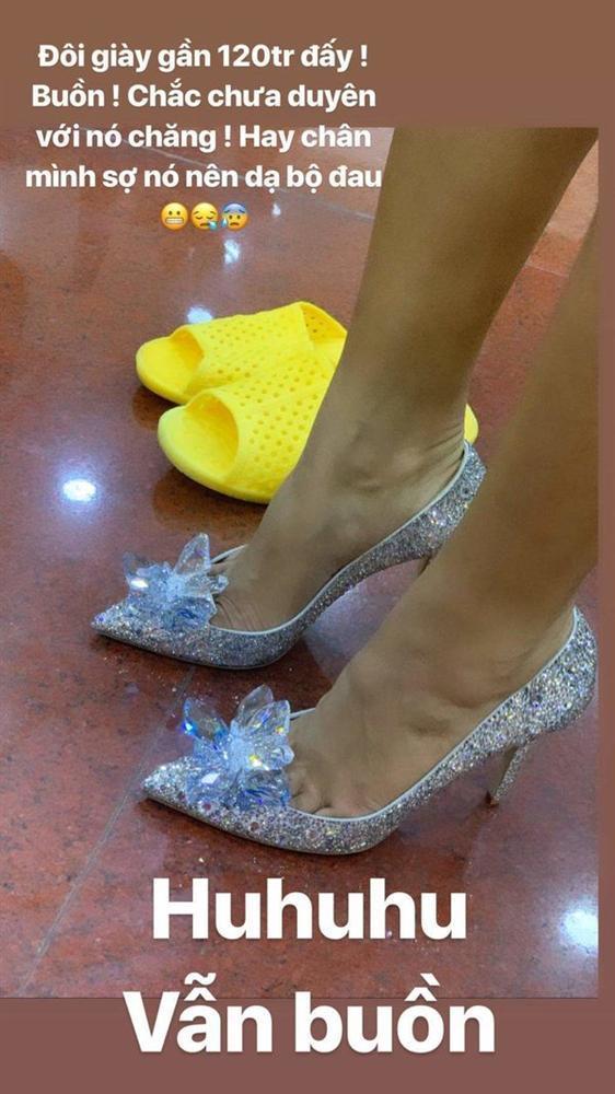 Tậu đôi giày 120 triệu trong mơ của hàng vạn cô gái nhưng HHen Niê không thể đi được lâu vì chân sưng tấy-4