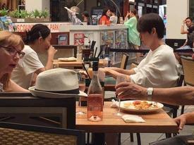 Mỹ nam 'Người thừa kế' Kim Woo Bin thoải mái hẹn hò sau khi điều trị ung thư vòm họng