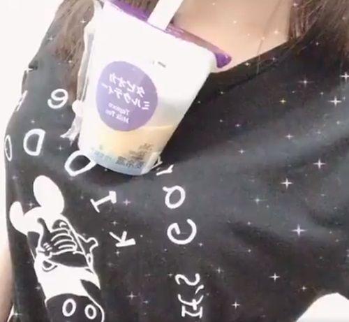 Trào lưu mới ở Nhật khiến các cô gái ùn ùn tham gia: Uống trà sữa không cần dùng tay!-5