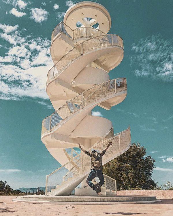 Nha Trang xuất hiện cầu thang xoắn trắng muốt, hứa hẹn trở thành bậc thang lên thiên đường sống ảo của giới trẻ-1