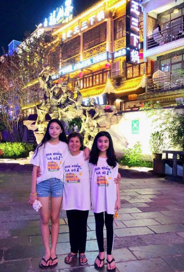 Cao như Hoa hậu, hai con gái của Quyền Linh còn có gout ăn mặc đồng điệu-13