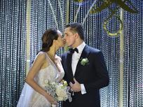 Phương Mai và chồng Tây hôn nhau ngọt ngào trong lễ cưới